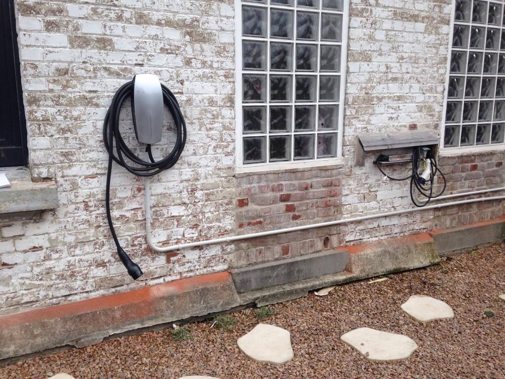 borne de charge tesla wall connector. Black Bedroom Furniture Sets. Home Design Ideas